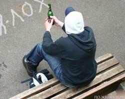 Алкоголь и подросток на лавочке